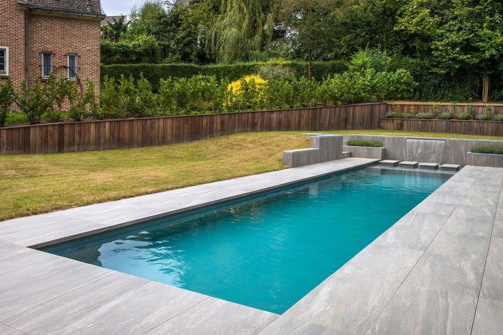 Ziwa Pool Des pierres de gué ingénieuses assurent l'accès au jardin