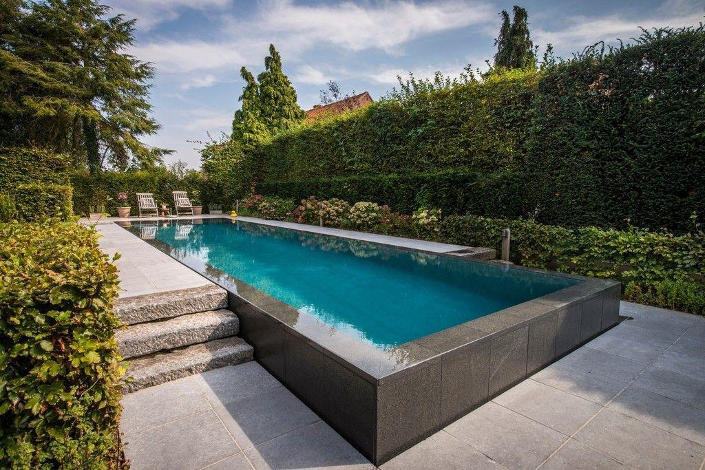 DE COCK E&C nv Une piscine robuste sort du jardin