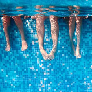 Misez sur la sécurité: comment sécuriser la piscine et ses abords pour les enfants?